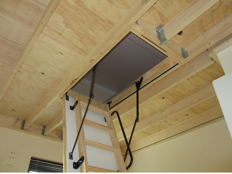 Vliering maken in hoge slaapkamer – PDB montage – klussen